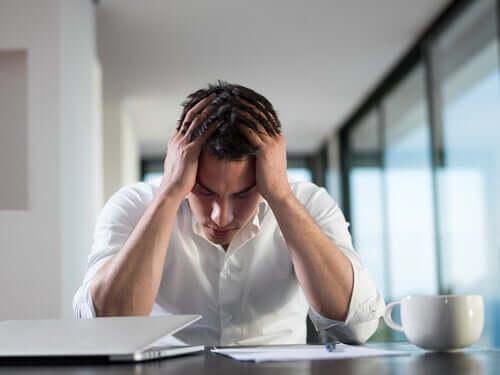 メンタルヘルスと財政的ストレスとの関係性