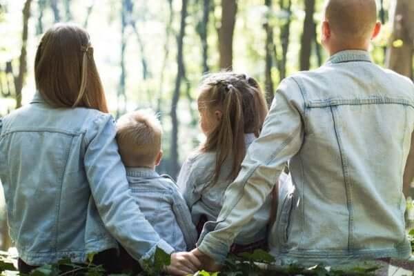 家族の持つ雰囲気は子育てにどのように影響するの?