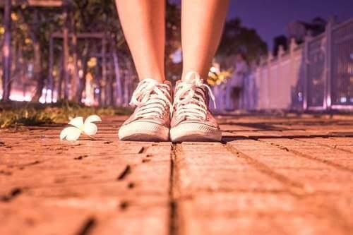 自己責任:靴に石が入ったらどうしますか?