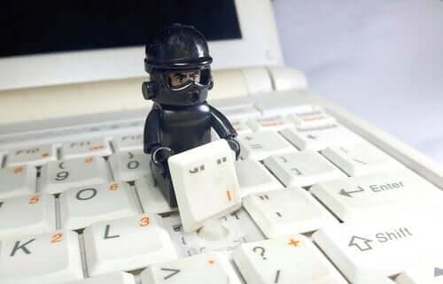 フィッシング詐欺の心理学:危険なメールに注意!