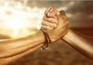 ガフク・ガマ族:平等と連帯を重んじる共同体