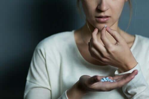 抗不安薬と睡眠薬の使用と濫用