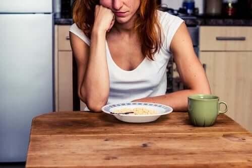 退屈紛らわし食い 正体 原因