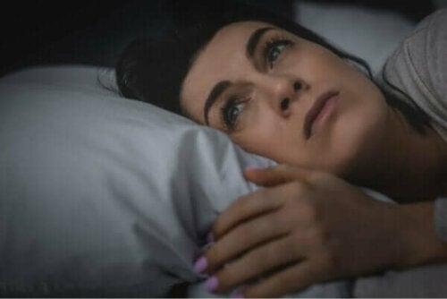 睡眠不足と孤独感の関係