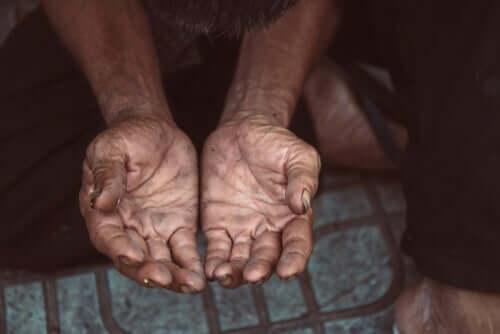 貧困支援 ソーシャルサービス 役割