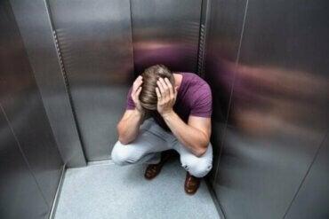 エレベーター恐怖症:原因と症状