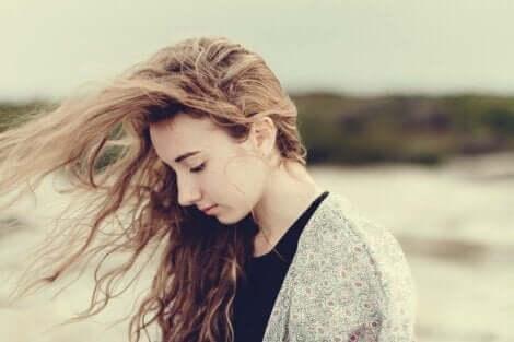 不安感と低い自尊心:綱渡りのような危うい生き方