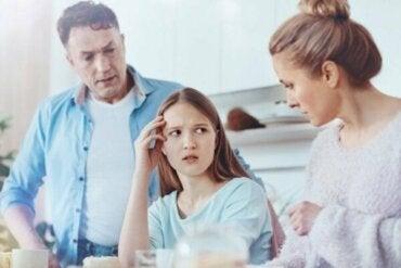 過保護で愛情のない親とは?