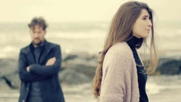 愛するパートナーに対する分離不安障害について