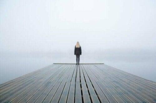静寂を恐れるのはなぜ?