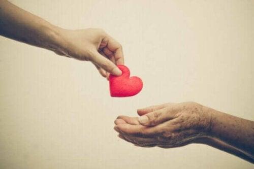 向社会的行動:人助けは他人のため?それとも自分のため?