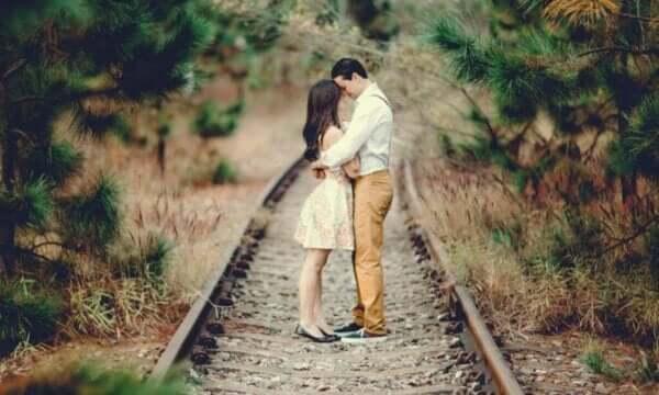"""未熟な恋愛と成熟した恋愛:""""欲する""""から""""与える""""へ"""