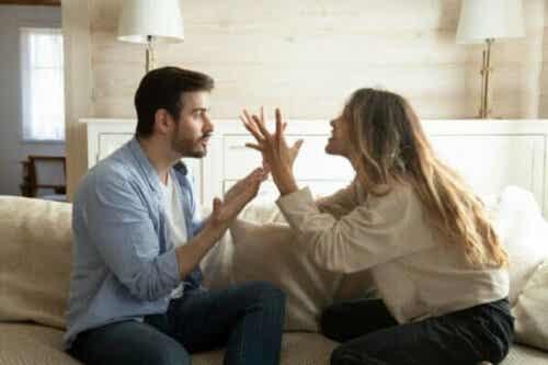 恋愛関係の負の相互作用のサイクルを断つ方法