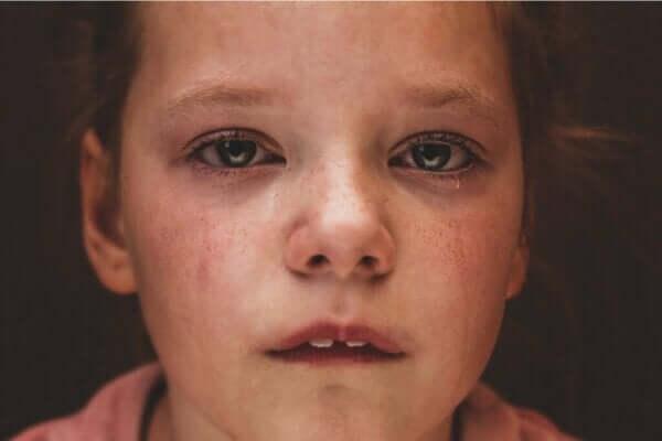 親の育児放棄がもたらす影響とは?