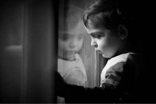 親 育児放棄 影響